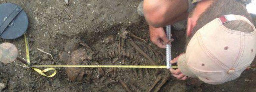 Descubren cerca de Stonehenge el esqueleto de un niño de la Edad de Bronce