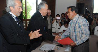 Entregan recursos a municipios michoacanos