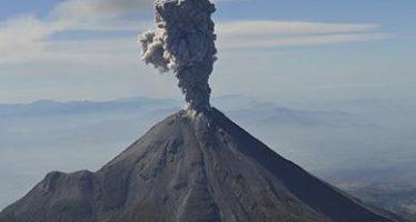 El Volcán de Colima lanza columna con ceniza de 1.2 km de altura