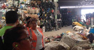 Capacitan a mujeres del área de protección Meseta de Cacaxtla en reciclaje de basura