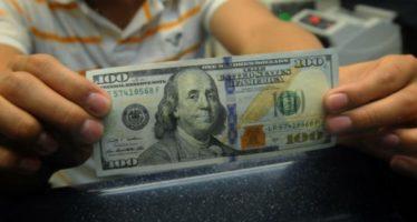 El dólar llega hasta los 17.28 pesos