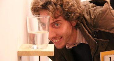 Beber un vaso de agua antes de comer te puede ayudar a adelgazar