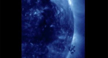NASA capta un tornado en la superficie del Sol