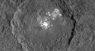 NASA publica foto la foto más detallada de los puntos brillantes de Ceres