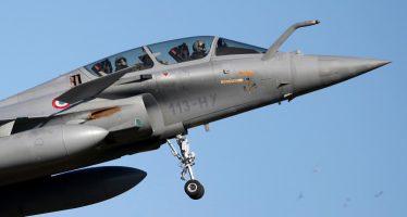 Francia somete a fuertes bombardeos la capital del Estado Islámico en Siria