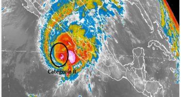 Huracán Sandra baja a categoría 2