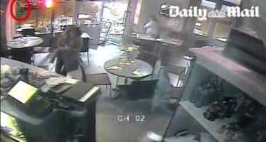 Así fue uno de los ataques en París; mujer se salva al atascarse arma de terrorista