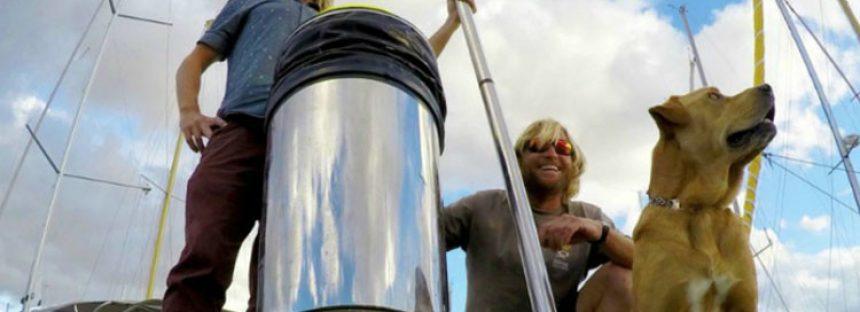 ¿Cómo una papelera flotante podría ser la solución para limpiar y salvar los océanos?