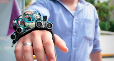 Diseñan prototipo de guante ultrasónico para débiles visuales