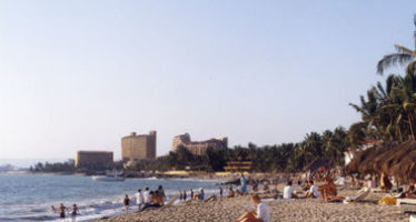 Descartan marea roja y contaminación en playas de Jalisco