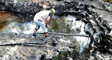 Perú declaró la emergencia sanitaria en la Amazonía por derrame de agua con petróleo