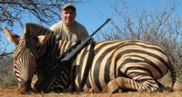 Hristo Stoichkov indigna a las redes con estos posados tras matar a varios animales