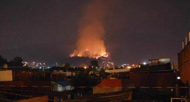 Sigue activo pero bajo control, el incendio en el Cerro de la Cruz, en Uruapan