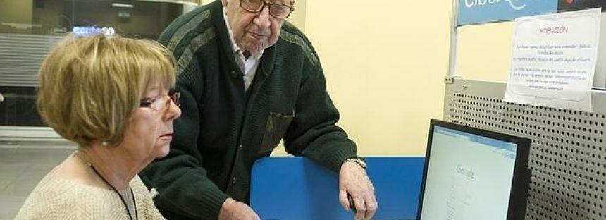 Descubren por qué a los «abuelos» les cuesta aprender a manejar la tecnología