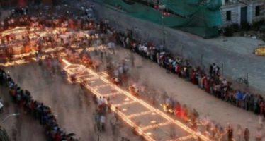 Homenaje en Nepal a los 9 mil muertos que dejó el terremoto hace un año