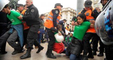 Detuvieron a 35 activistas de Greenpeace por reclamar la protección de Glaciares