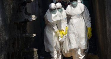 Se reaviva el ébola: una mujer murió por el virus