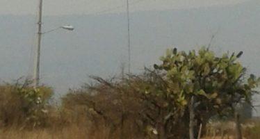 Arriba helicóptero de la Conafor para reforzar combate a incendios forestales