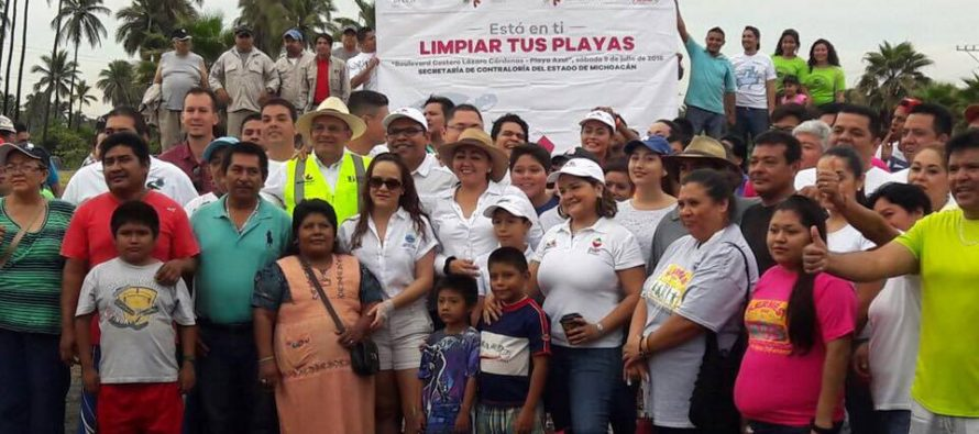 Comienza con éxito limpieza de playas en Michoacán