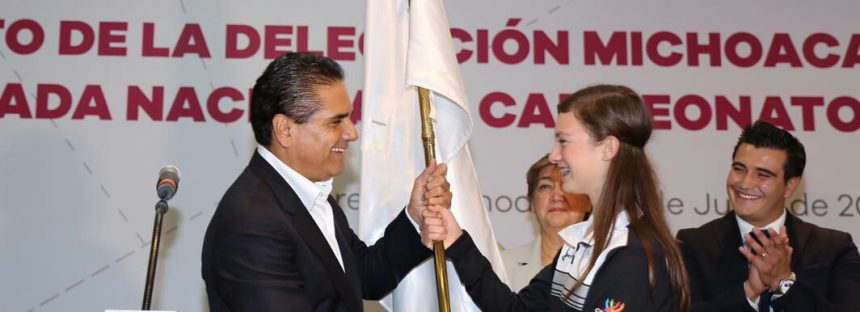 Abandera gobernador a deportistas michoacanos que van a Olimpiada Nacional 2016