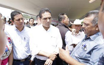 Dialoga Silvano Aureoles con profesores michoacanos
