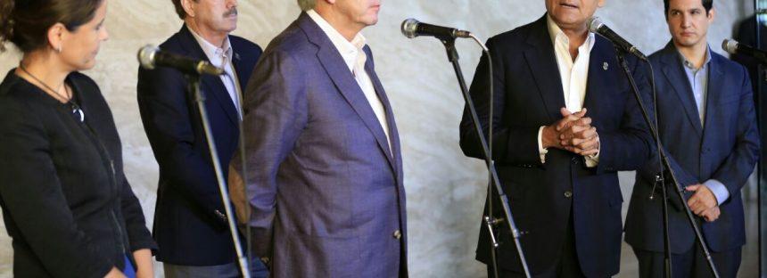 El gobernador y secretario Gerardo Ruiz de la SCT revisan avances en infraestructura para Michoacán