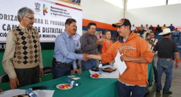 Libera Sedrua recursos a 231 beneficiarios de tractores