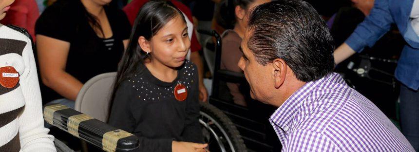Becas y apoyos del programa Avanza DIFerente en Zacapu entrega el gobernador Silvano Aureoles