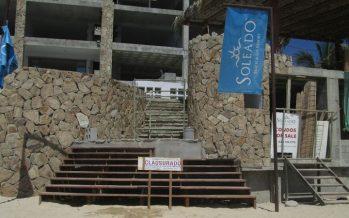 Clausuran temporalmente desarrollo inmobiliario en ecosistema costero en San José del Cabo