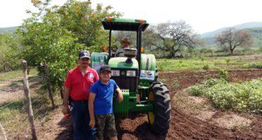Avanza la entrega de tractores de Michoacán, A Toda Máquina