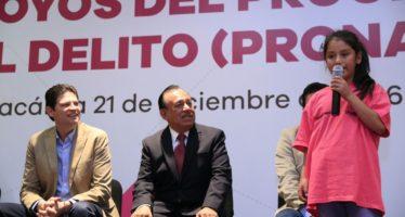Apoyo de 7 millones de pesos fueron entregados para evitar la deserción escolar