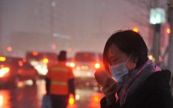 China víctima de contaminación: Fábricas cerradas, smog excesivo y tráfico catastrófico