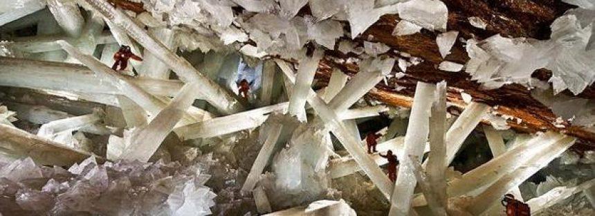 """""""Reviven"""" unas raras formas de vida de 60.000 años atrapadas en la cueva de los cristales gigantes de Naica"""