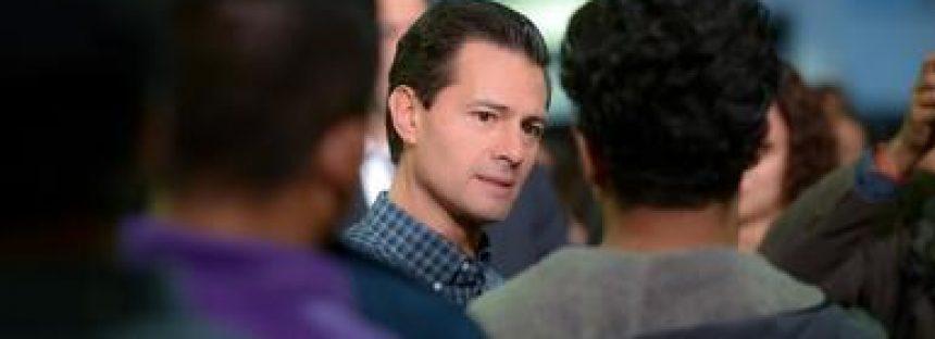 Peña Nieto recibe a mexicanos repatriados de los Estados Unidos por Trump