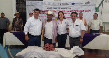 Entrega Compesca 2.3 mdp en incentivos para pescadores en Múgica