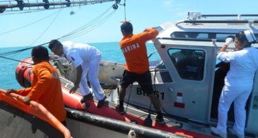 Rescata la Armada de México a un pescador en las costas de Lerma, Campeche