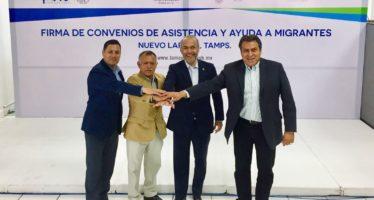 Firma Semigrante acuerdo para Protección de Migrantes en la Frontera