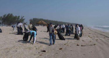 Participan dos mil personas en limpieza de playa de La Pesca en Tamaulipas