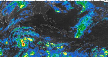 """Se pronostican fuertes tormentas debido a la tormenta tropical """"Adrian"""""""