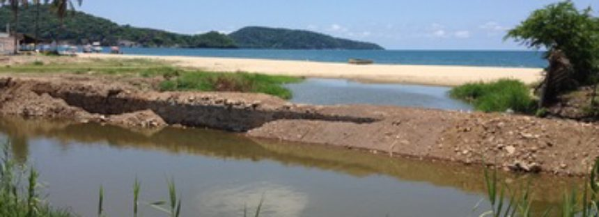 Clausuran obra cerca de arroyo en Rincón de Guayabitos, Nayarit