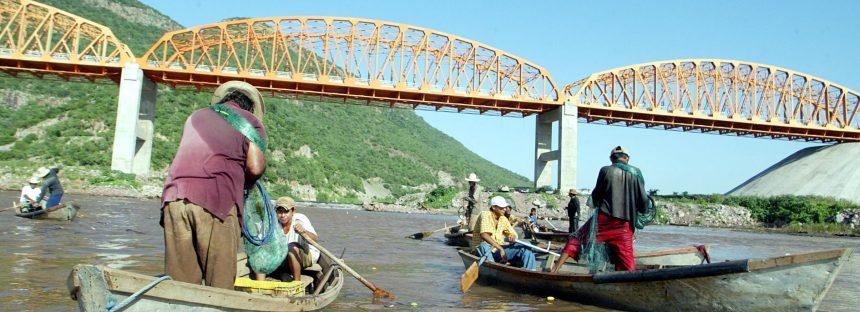 Aseguran 72 mil metros cuadrados de granjas acuícolas en el estado de Michoacán