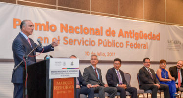 Se entrega el Premio Nacional de Antigüedad en el Servicio Público Federal
