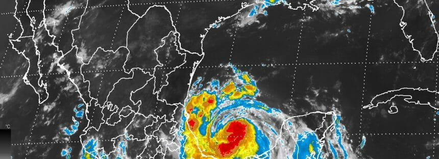 Lluvias torrenciales en Veracruz y Puebla por efecto de Franklin; oleaje intenso en el litoral del Golfo de México