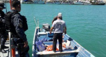 Detienen a dos personas por pesca ilegalmente con redes prohibidas y embarcación sin nombre ni matricula