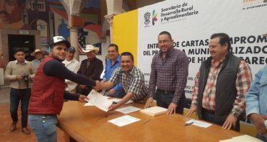 Entrega Sedrua 114 cartas de apoyo a productores por más de 4 mdp