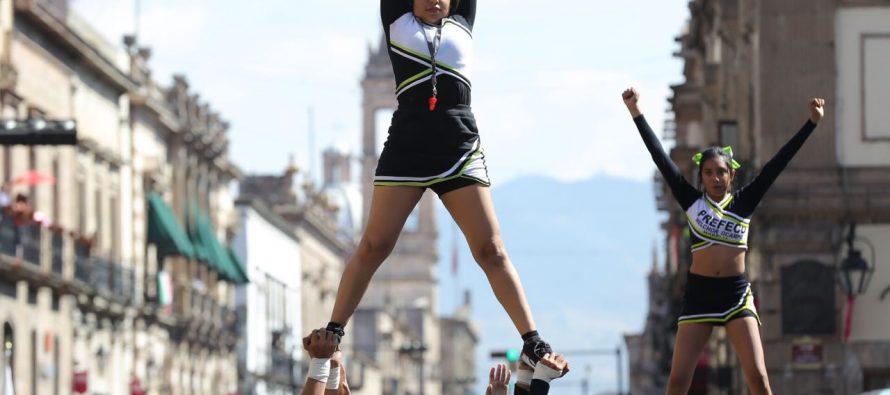 Viven michoacanos fiesta deportiva en desfile conmemorativo de la Revolución Mexicana