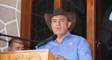 Entrega Sedrua apoyos a ganaderos de Huetamo