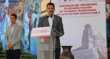 Ponen en marcha programa de vivienda tradicional en Charapan