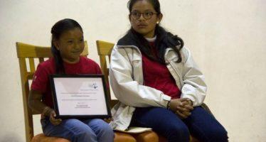 Panel de la niña y la mujer científica en Ecosur