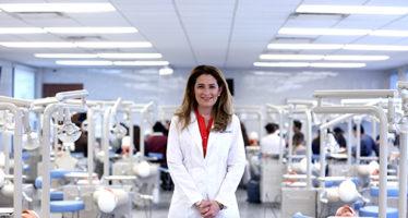 Investigadores de la UANL trabajan en biomateriales para implantes dentales